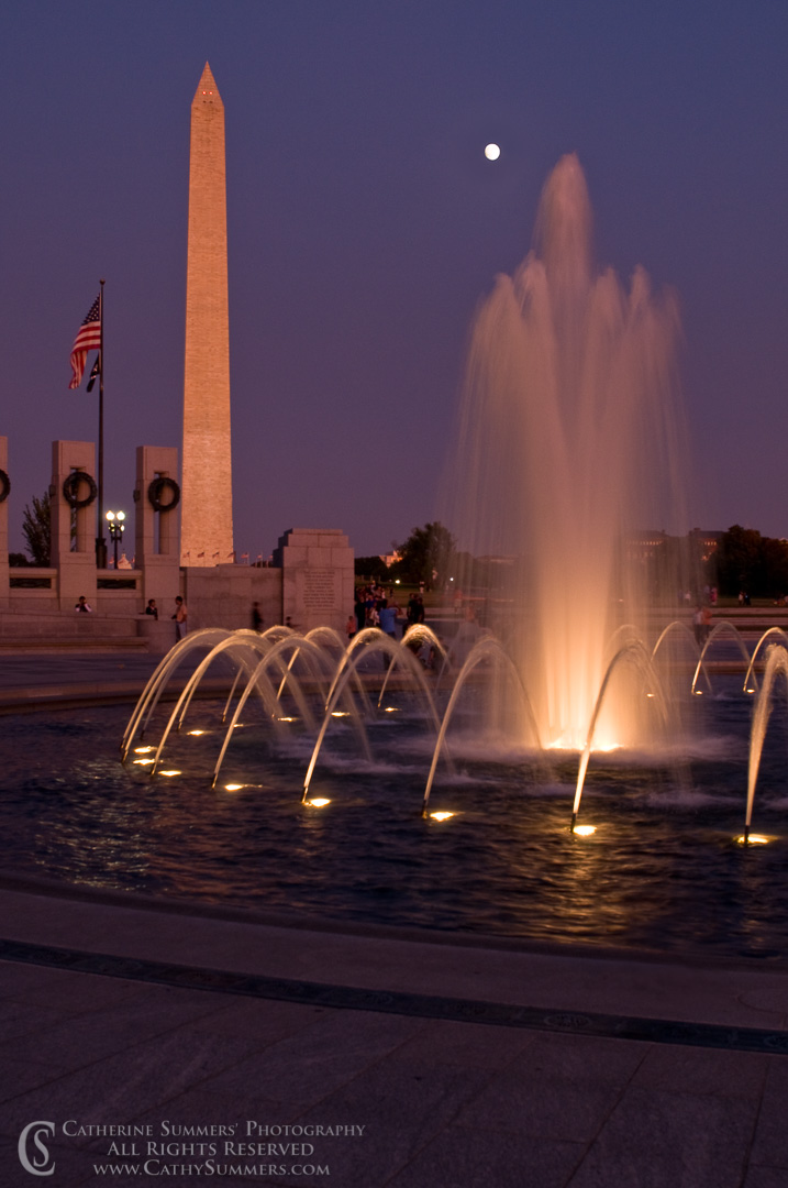 20081012_075: Full Moon, Washington Monument and World War II Memorial Fountain #2