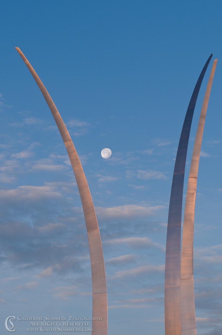 20081214_032: Air Force Memorial and Moon at Dawn #1