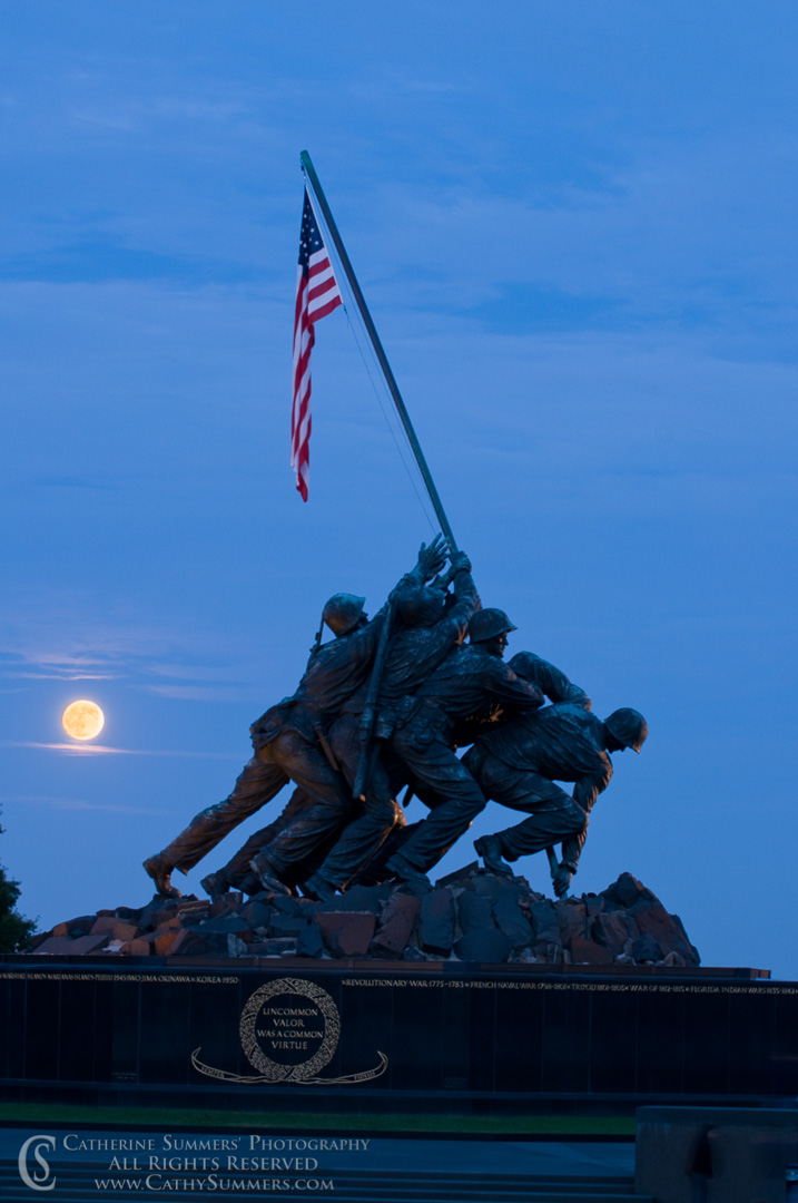 20091004_012: Moon Rising at Iwo Jima Memorial #2