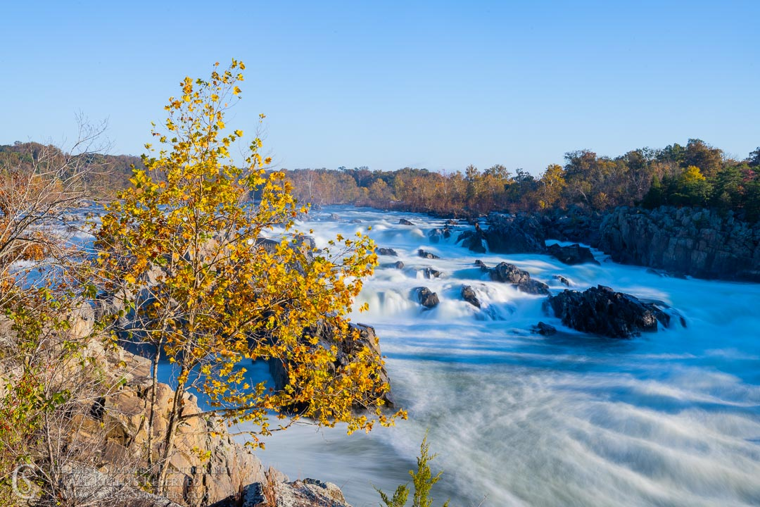 Long Exposure to Blur the Water at Great Falls of the Potomac on an Autumn Morning: Great Falls National Park, Virginia